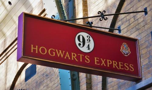 Wizarding World of Harry Potter Platform 9 and Three Quarters King's Cross Station Hogwarts Express