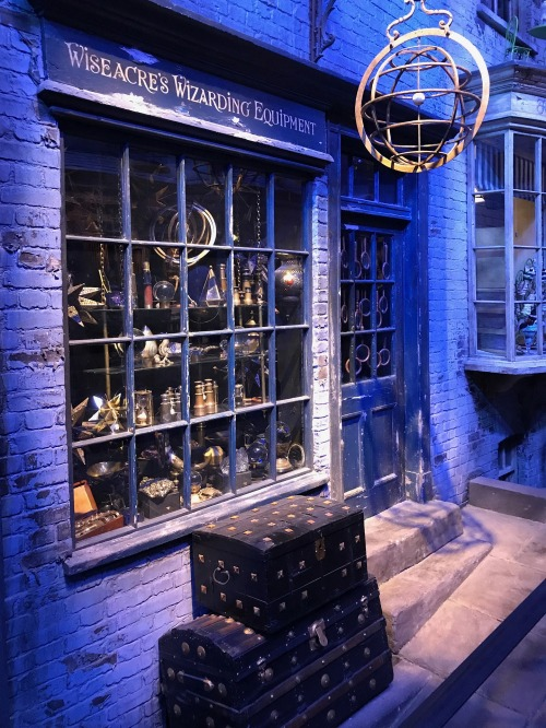 Wizarding World of Harry Potter Wiseacre's Wizarding Equipment storefront